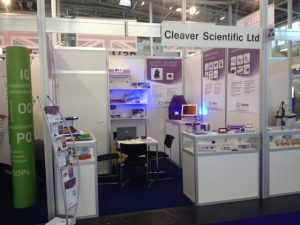 Analytica stand